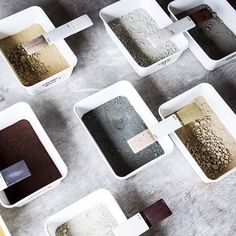 Very first color samples Cornwall from this years researchtrip #KirstievanNoort #cornwallcolors #cornwallpigments #research #researchtrip #fieldtrip #porcelain #testing #localcolors #wastematerials #ceramicpaint
