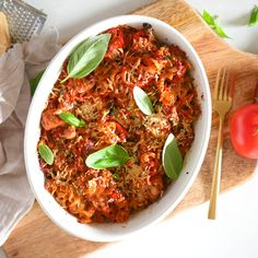 You guys LOVED the tuna pasta bake! So many of you re-made it and it made me so happy! Such a simple and easy meal using staples in your… Healthy Mummy Recipes, Healthy Family Meals, Lean Recipes, Clean Eating Meal Plan, Clean Eating Recipes, Cooking Recipes, One Pan Pasta, How To Cook Pasta, Tuna Pasta Bake