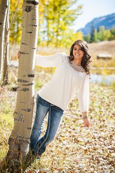 Senior Portrait / Photo / Picture Idea - Girls - Fall - Tree / Trees