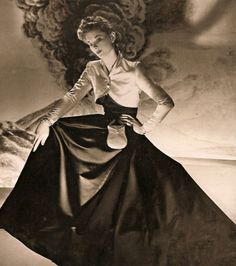 balenciaga discovered by Christina on We Heart It 1940s Fashion, Vintage Fashion, Best Clothes Hangers, Balenciaga Vintage, 20th Century Fashion, Vintage Photos, 1940s Photos, Mode Inspiration, Vogue Paris