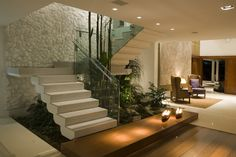 escada com jardim interno