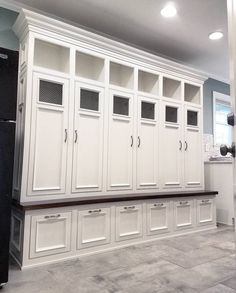 Classic Style Kitchen Furniture Timeless Furniture For Your Home Mudroom Cabinets, Kitchen Cabinets, Attic Renovation, Bench With Storage, Kitchen Furniture, Furniture Logo, Furniture Movers, Retro Furniture, Furniture Stores