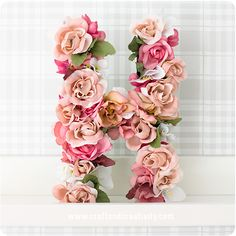 Pappbokstäver med blommor - <br><i>Paper mache letters with flowers</i>