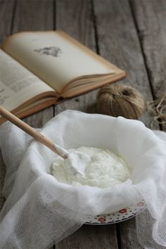 Hung yogurt is made from hanging yogurt tied in a cheesecloth and draining the liquid out of it. The resulting creamy yogurt is a healthier alternative to cream cheese. Fresh Farmhouse, White Farmhouse, Rustic White, Farmhouse Design, White Wood, Best Natural Skin Care, Country Life, Country Charm, Deco
