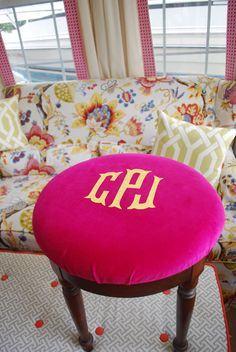 No Sew Monogram Project...love this!  I so want this pink stool!! :)