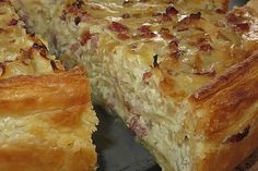 Pfälzer Zwiebelkuchen mit Blätterteig Palatine onion cake with puff pastry, a great recipe from the tarte / quiche category. Easy Smoothie Recipes, Easy Smoothies, Vegan Breakfast Recipes, Snack Recipes, Tapas, Party Finger Foods, Coconut Recipes, Quiches, Fall Desserts