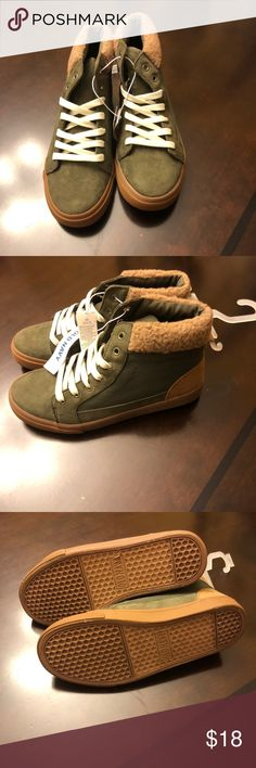 NWT old navy kids sneaker boot NWT Old Navy kids sneaker boot with faux fur. Army green size 5 Old Navy Shoes Sneakers