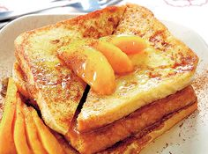 This recipe puts together French toast, mangoes, honey, and cinnamon for a sweet morning meal. Breakfast Dishes, Breakfast Recipes, Breakfast Ideas, Dinner Recipes, Peach French Toast, Smoothies, Healthy French Toast, Sandwiches, Breakfast