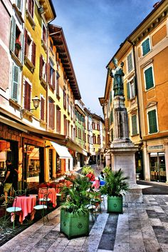 Salò ~ Lago di Garda #Italy johnenpieter.com