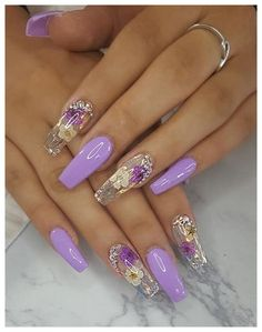There are three kinds of fake nails which all come from the family of plastics. Acrylic nails are a liquid and powder mix. They are mixed in front of you and then they are brushed onto your nails and shaped. These nails are air dried. Glam Nails, Fancy Nails, Bling Nails, Cute Nails, Pretty Nails, Beauty Nails, Purple Glitter Nails, Bling Nail Art, Fancy Nail Art