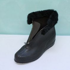 Oh, my goodness . . . we all wore these and the snow still got inside,lol
