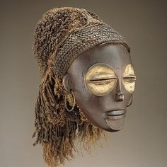 Pwo mask Chokwe peoples Angola 1820 National museum of african art, Washington exhibition heroic africans - metropolitain museum of art Arte Tribal, Tribal Art, African Masks, African Art, African History, Woman Mask, Ap Art History 250, Statues, Living Puppets
