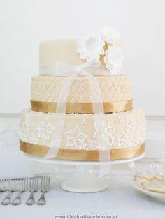 vintage wedding cake - By Ideal Patisserie