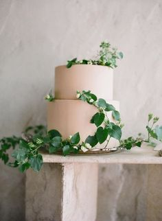 Gorgeous wedding cake with greenery idea; photo: Jose Villa Gorgeous wedding cake with greenery idea; Black Wedding Cakes, Wedding Cakes With Flowers, Beautiful Wedding Cakes, Elegant Wedding, Perfect Wedding, Wedding Simple, Cake Wedding, Beautiful Cakes, Cake Flowers