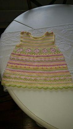 Sommer kjole .Strikket bærestykke og heklet skjørt.