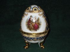 Vecceli Gold gilt Victorian style hinged egg jewelry container with free rings