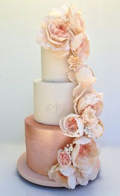 Rose Gold Floral Wedding Cake Idea! Rose Gold Wedding | Rose Gold Bridal Earrings | Gold Wedding Jewelry | Spring wedding | Spring inspo | Rose Gold | Gold | Spring wedding ideas | Spring wedding inspo | Spring wedding mood board | Spring wedding flowers | Spring wedding formal | Spring wedding outdoors | Inspirational | Beautiful | Decor | Makeup | Bride | Color Scheme | Tree | Flowers | Wedding Table | Decor | Inspiration | Great View | Picture Perfect | Cute | Candles | Table Centerpiece…
