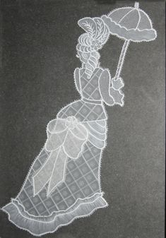 femme ombrelle et gros noeud