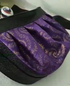 Sac Cancan en simili noir et jacquard violet satiné cousu par Tiphaine - Patron Sacôtin