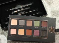Anastasia Lavish Kit. I want this pallete so bad! The colors are really pretty