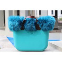 41 отметок «Нравится», 2 комментариев — O bag Store Panamá (@obagstorepanama) в Instagram: «Nuestra modelo de hoy es esta hermosa y diferente #obag aqua con eco fur y asas cortas de cuero…»