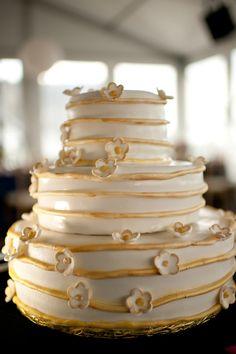 Boston wedding at The New England Aquarium ~ Cake from nothingbakeslikea...,  Photography by leahhaydock.com