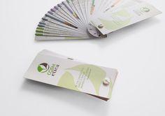 Cosm-etica Srl Progetto grafico catalogo prodotti Stampa CMYK su carta Polyedra Revive Pure White. Rilegatura a mazzetta con vite in plastica bianca