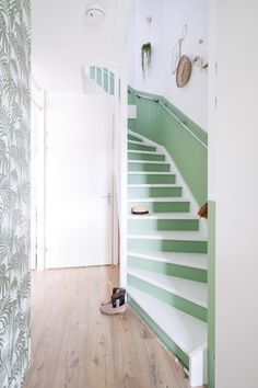 Stairs Colours, Stair Walls, Hallway Furniture, Painted Stairs, Green Rooms, House Rooms, Living Room Designs, Interior Architecture, New Homes