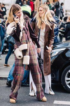 Revue en images des meilleurs looks de rue pris sur le vif par Sandra Semburg à la sortie des défilés automne-hiver 2017-2018 de Paris.