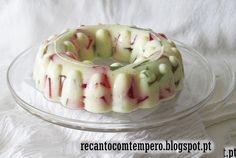 Pudim de iogurte e gelatina {em mosaico} - http://www.sobremesasdeportugal.pt/pudim-de-iogurte-e-gelatina-em-mosaico/