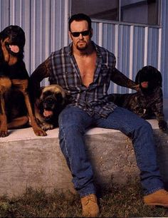 Mark Calaway (The Undertaker) & his dogs
