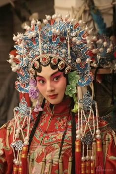 I chose this picture because I really enjoyed the make-up, but also the intricacy that went into the headgear. Cultures Du Monde, World Cultures, We Are The World, People Around The World, Chinese Style, Chinese Art, Chinese Opera, Anthropologie, Chinese Culture