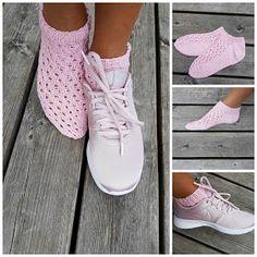 Sanna nystar: Sannas söta strumpa gratismönster Knitting Socks, Hand Knitting, Knit Socks, Sock Toys, Boot Toppers, Slipper Boots, My Socks, Textiles, Diy Crochet