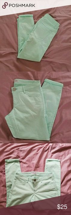 EXPRESS pastel turquoise cropped capris Express pastel turquoise cropped capri pants. Can be worn as ankle pants or capris depending on your height. NWOT. Material: 97% cotton and 3% spandex. Express Pants Capris