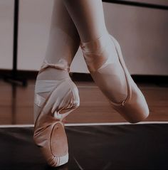 Ballet Pictures, Dance Pictures, Princess Aesthetic, Character Aesthetic, Ballet Dance Photography, Ballet Fashion, Dance Poses, Ballet Beautiful, Pointe Shoes