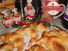 Apple croissants / glykesdiadromes.wordpress.com Croissants, Bagel, Wordpress, Bread, Apple, Food, Apple Fruit, Crescents, Brot