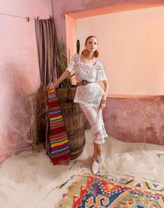 Вдохновением для новой летней коллекции от Alena Goretskaya стала Африка. Это яркая цветовая палитра, смешение стилей, анималистические и этнические принты, натуральные материалы, фурнитура и, конечно же, авторские аксессуары, которые дополнили и завершили образы, ярко отражающие стиль коллекции.  #alenagoretskaya #аленагорецкая #лето2020 #летнийобразженский #летнийобраз #тренды2020 #мода2020 #летнийобразнаработу #весна2020 #африка #образналето #платье #аксессуары #сарафан #кружево