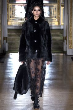 Simone Rocha - Fall 2016 Ready-to-Wear