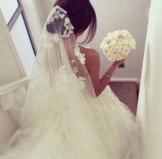 Девушки в свадебных платьях со спины - http://1svadebnoeplate.ru/devushki-v-svadebnyh-platjah-so-spiny-3490/ #свадьба #платье #свадебноеплатье #торжество #невеста