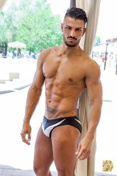 Canario de origen, Cándido Arteaga. Un atractivo modelo que triunfó en el certámen de Mr. Gay Pride Spain 2016 con su poderoso atractivo. La belleza de hombre.