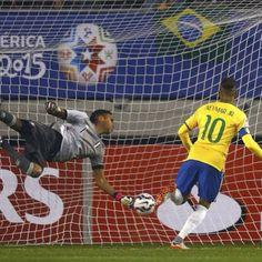 [COPA AMÉRICA]  Neymarjr key to Brazil's 2-1 win against Peru  Neymar Jr, clau en la victòria de Brasil contra Perú (2-1)  Neymar Jr, clave en la victoria de Brasil contra Perú (2-1)  @neymarjr  PHOTO: CA2015.com