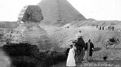 Vintage Photos of Tourists Traveling in Style  in Gizeh, Egypt, 1921 weather.com