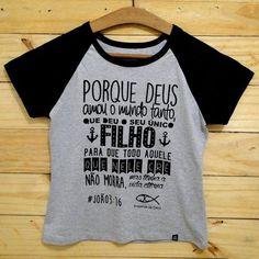 """T-shirt feminina """"Porque Deus amou o mundo tanto"""""""