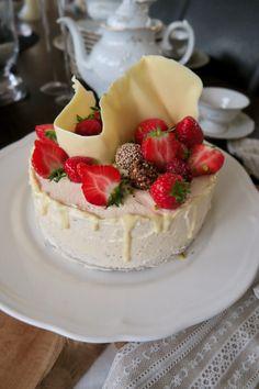 Mohntorte mit Buttercreme - Bine kocht! Butter, Creme, Cheesecake, Desserts, Food, Kuchen, Pistachios, Chocolate, Cheesecakes
