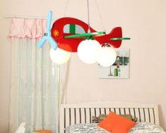 Detské závesné svietidlo z dreveného materiálu v červenej farbe (3)