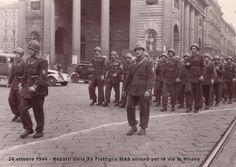 Le batailllon Barbarigo (Xa MAS) défile à Milan à l'automne 1944