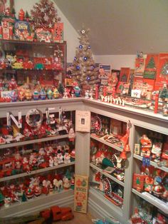 Fabulous vintage Christmas room (not mine - I wish!!)