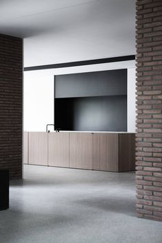 BA Residence is a minimal home located in Wilrijk, Belgium, designed by Vincent Van Duysen. Consideration of the highly residential character of the neighborhood and beautiful protected trees on the site were key influences to how the client's brief. Minimal Kitchen, Minimal Home, Modern Kitchen Design, Interior Design Living Room, Interior Minimalista, Cuisines Design, Interiores Design, Interior Architecture, Minimalism
