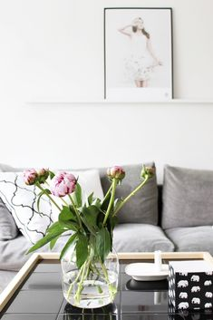 Mid-Century Modern Chairs That'll Change How You See Interior Design Coffee Table Inspiration, Living Room Inspiration, Home Decor Inspiration, Home Living Room, Living Room Designs, Living Room Decor, Decorating Coffee Tables, Scandinavian Home, Modern Chairs