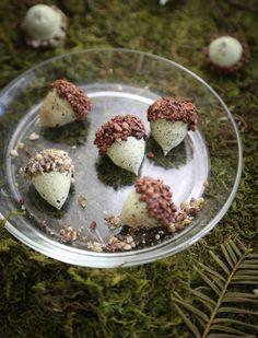 Sprinkle Bakes: Adorable Acorn Cookies